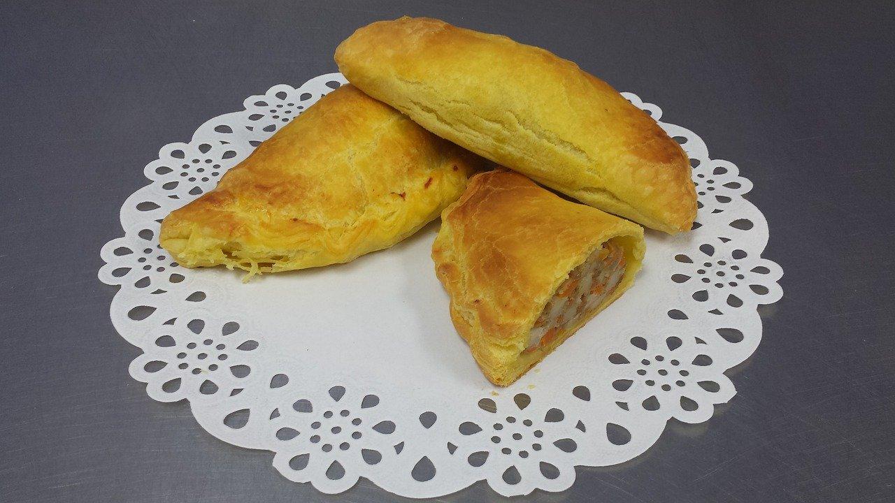 pastel mandi'o, traditional paraguayan dish similar to empanada