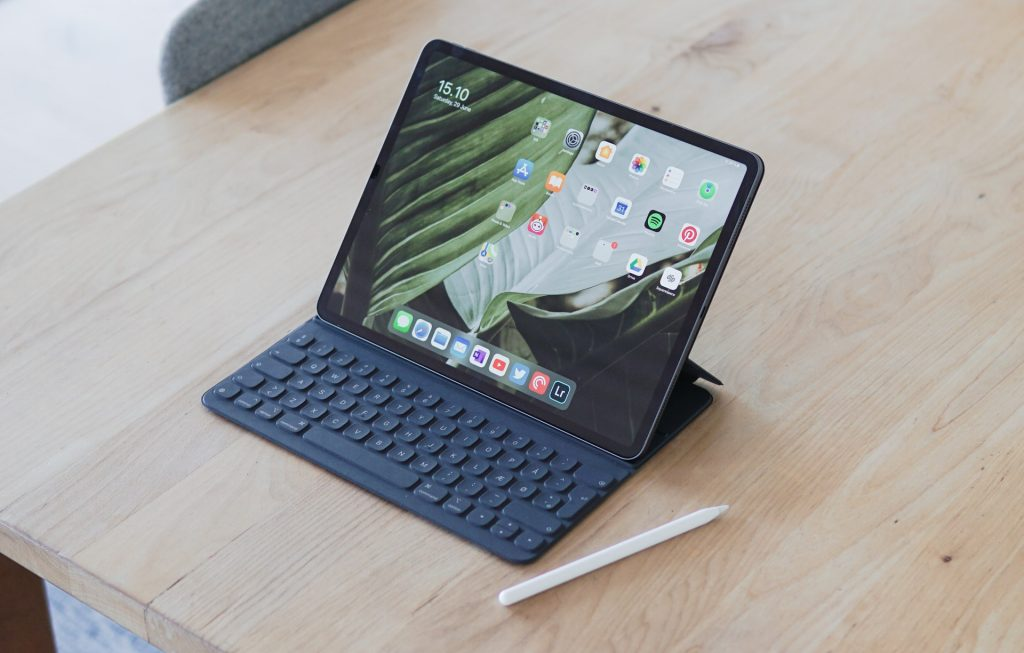Laptop or tablet? It sounds like an easy choice, but it's not This article provides the pros and cons for each one and will help you make your choice.