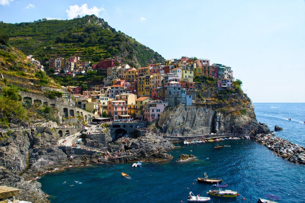 Find out the European countries that are open and which require a COVID-19 test prior to arrival - Cinqueterre, Italy
