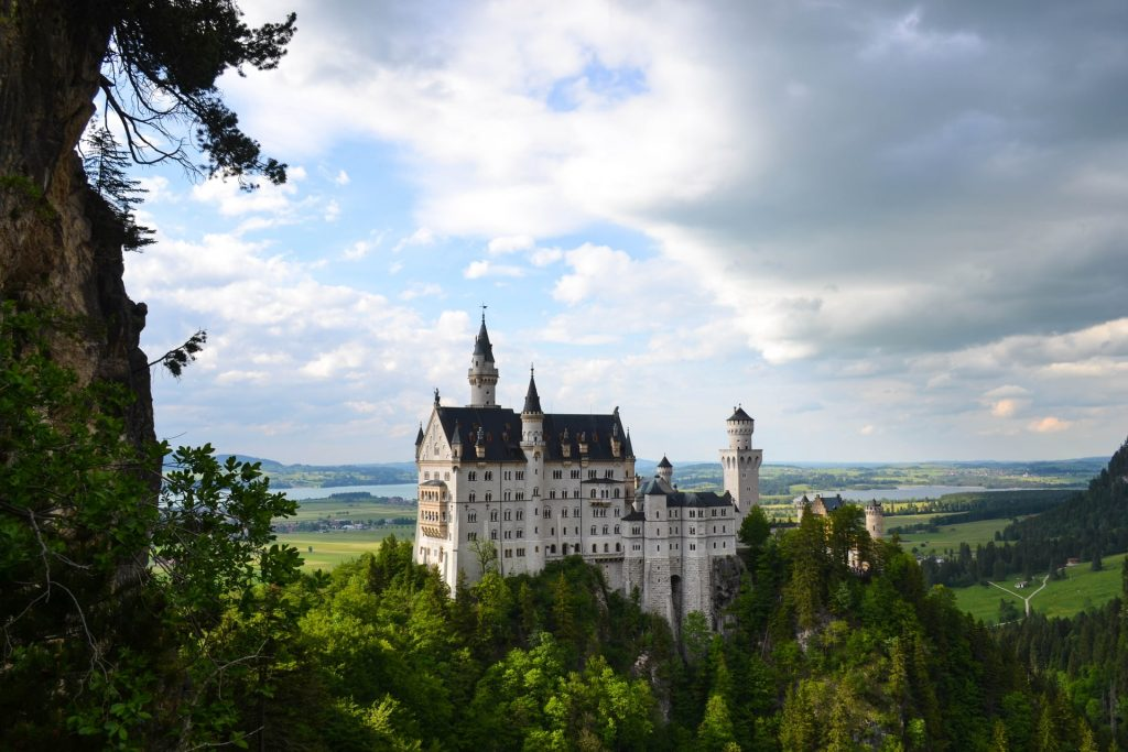 Find out the European countries that are open and which require a COVID-19 test prior to arrival - Neuschwanstein Castle, Germany
