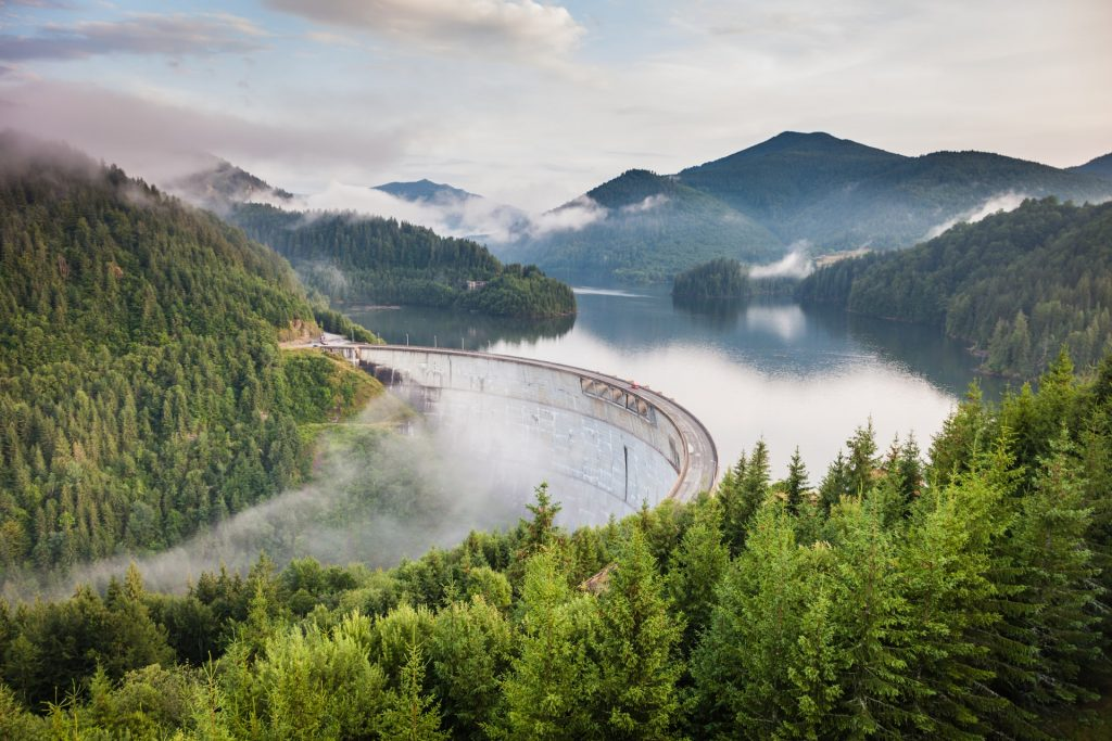 Find out the European countries that are open and which require a COVID-19 test prior to arrival - Vidraru Dam, Romania